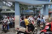 Chưa có giải pháp xử lý ùn tắc giao thông tại cổng trường giờ tan học