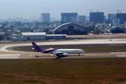 Xử phạt hai hành khách mang 200 triệu đồng xuất cảnh không khai báo