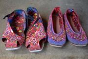 Những đôi giày thêu tỉ mỉ mang hồn dân tộc của người Xạ Phang