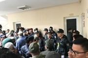 Hình ảnh đám người xưng là thương binh xông vào trụ sở VFF đòi mua vé