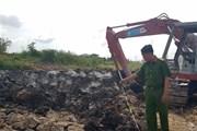 Vụ nổ tại bờ kè hồ Búng Xáng: Nghi là bom bi sau chiến tranh