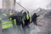 Cảnh sát dùng hơi cay giải tán người biểu tình 'Áo vàng' tại Paris