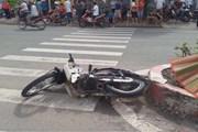 Thành phố Hồ Chí Minh: Xe ben lật ngang đường đè chết người