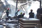 Cháy lớn tại Bình Dương thiêu rụi một quán càphê và một xưởng gỗ