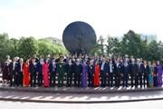 Hình ảnh Thủ tướng dâng hoa tại Tượng đài Chủ tịch Hồ Chí Minh