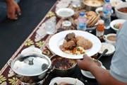 Hình ảnh bàn tiệc Iftar dài 3.000m được ghi vào Guinness