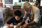 Nghệ nhân Pháp truyền dạy nghề làm gốm Raku cho trẻ khuyết tật