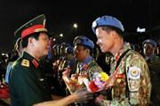 Các chiến sỹ Bệnh viện dã chiến cấp 2 số 1 tại sân bay Tân Sơn Nhất