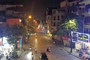 Hà Nội nhiều hàng quán đóng cửa, người dân hạn chế ra đường