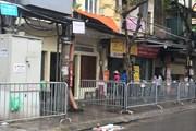 Chợ Ngọc Hà được rào chắn vỉa hè thực hiện giãn cách xã hội
