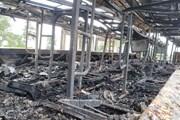 Xe ôtô giường nằm cháy rụi trên cao tốc Nội Bài-Lào Cai