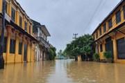 Hình ảnh các tuyến phố cổ Hội An ngập sâu trong nước lũ