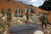 Triển khai nắn dòng suối Rào Trăng để tìm kiếm các nạn nhân mất tích