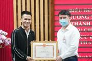Quận Thanh Xuân khen thưởng thanh niên cứu bé gái rơi từ tầng 12A
