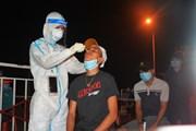 Xuyên đêm lấy mẫu xét nghiệm COVID-19 cho người dân Cảng cá Thọ Quang