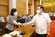 Hình ảnh Chủ tịch Quốc hội Vương Đình Huệ gặp đại diện cơ quan báo chí