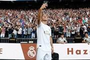 Hazard ra mắt hoành tráng trước hàng vạn người hâm mộ tại Bernabeu