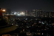 Hình ảnh người dân Ấn Độ thắp nến 'thách thức bóng tối'