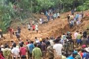 [Photo] Tìm thấy 6 thi thể trong một gia đình bị vùi lấp ở Quảng Trị