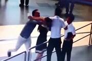 """Việc """"giải cứu"""" nữ nhân viên hàng không bị hành hung là không sai"""