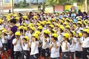 Trao gần 1.600 mũ bảo hiểm đạt chuẩn cho học sinh tiểu học Thái Nguyên