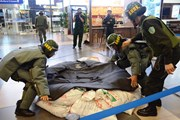 [Photo] Diễn tập đối phó tình huống đặt bom, mìn tại sân bay Nội Bài
