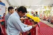 Trao tặng 500 mũ bảo hiểm đạt chuẩn cho học sinh tiểu học Vĩnh Phúc