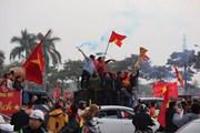 Cổ động viên đổ về 'chảo lửa' Mỹ Đình xem chung kết AFF Cup