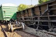 Đường sắt Bắc-Nam đã thông sau 6 tiếng tê liệt vì tàu hàng trật bánh