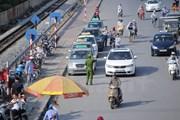 Xe taxi ngoại tỉnh lách luật, thản nhiên 'chạy chui' tại Hà Nội?