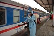Đường sắt Hà Nội phun thuốc khử trùng đoàn tàu đề phòng virus corona