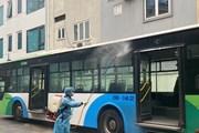 Xe buýt Hà Nội phun khử khuẩn phương tiện để phòng chống dịch COVID-19