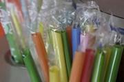 Mỹ: Bang California hạn chế ống hút bằng nhựa trong các nhà hàng