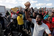 Nam Phi: Biểu tình biến thành bạo động quy mô lớn tại Cape Town