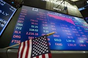 Các thị trường chứng khoán châu Âu và Mỹ tiếp tục 'bổ nhào'