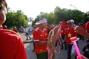 Cổ động viên Việt Nam tiếp lửa cho trận quyết đấu với Myanmar