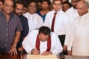 Thủ tướng Sri Lanka Mahinda Rajapakse chính thức ký đơn từ chức
