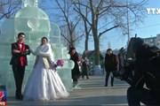 [Video] 47 cặp đôi cưới tập thể trong băng tuyết âm 35 độ C