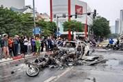 [Photo] Ôtô, xe máy cháy trơ khung sau vụ va chạm kinh hoàng
