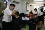 Hà Nội: Dịch vụ cắt tóc, gội đầu hút khách trong ngày đầu mở cửa lại