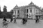 """[Photo] Tư liệu quý về Hà Nội """"một thời đạn bom, một thời hoà bình"""""""