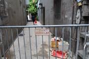 [Photo] Hà Nội: Phong tỏa nơi ở của ca nghi nhiễm COVID-19 tại Mễ Trì