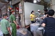 [Photo] Hà Nội: Nhắc nhở nhân dân thực hiện nghiêm phòng chống dịch