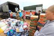 [Photo] Các chuyến hàng cứu trợ cả nước liên tục hướng về miền Trung