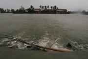 [Photo] Phú Yên: Nước lũ dâng cao đang chia cắt nhiều khu dân cư