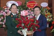 Đoàn TTXVN chúc mừng một số đơn vị y tế tuyến Trung ương và Hà Nội