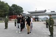 [Photo] Cao Bằng: Bàn giao 10 công dân Trung Quốc nhập cảnh trái phép