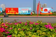 [Photo] Đà Nẵng rực rỡ cờ, hoa, biểu ngữ đón ngày bầu cử Quốc hội