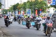 [Photo] Nhiều tuyến phố Hà Nội vẫn đông người vào đầu giờ đi làm