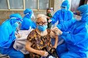 [Photo] Quận Hoàn Kiếm tiêm vaccine phòng COVID-19 cho 80% người dân